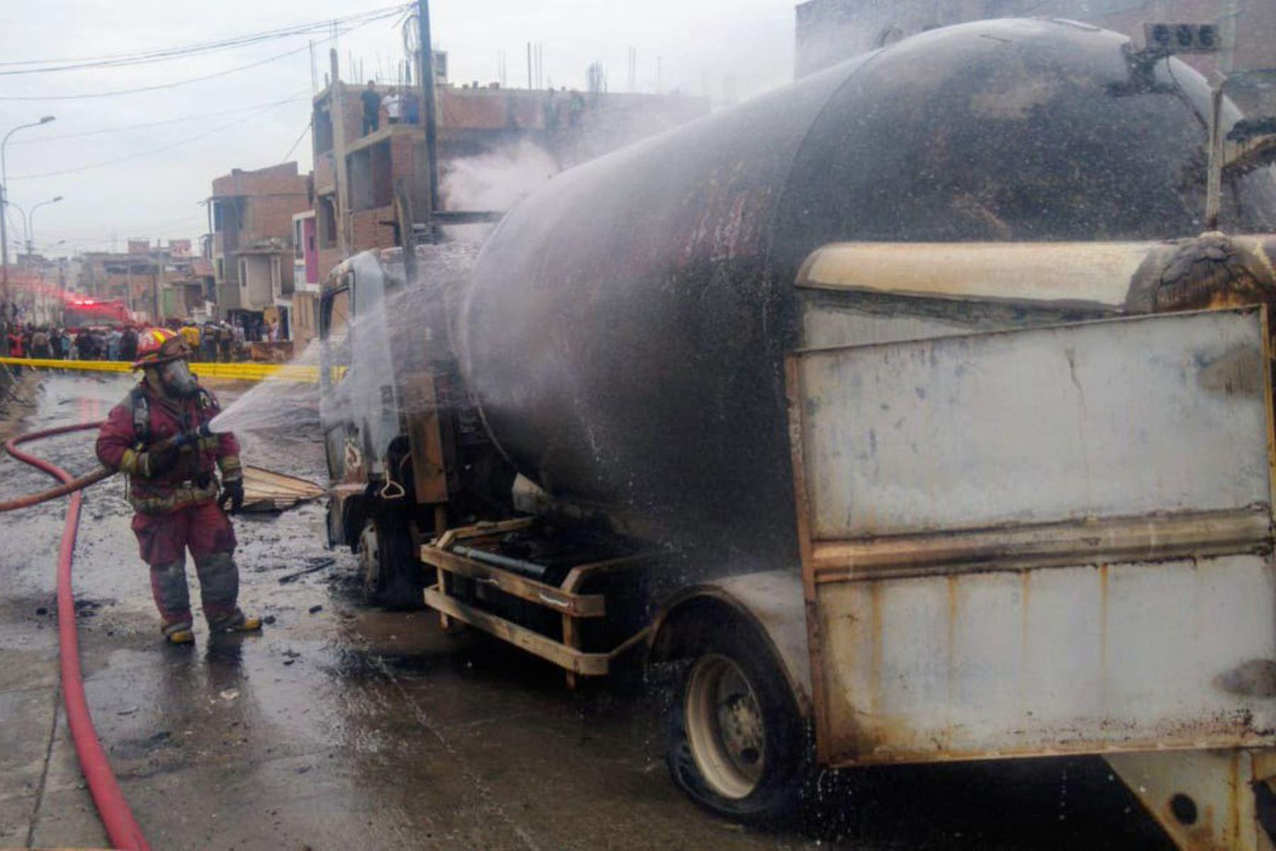 Incendio en Villa El Salvador (Andina/Difusión)